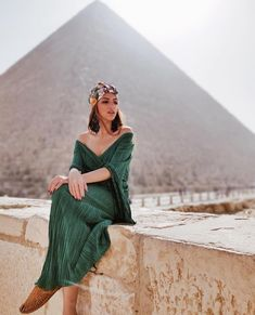 Day Trip to Cairo from Hurghada by Plane - Travel is all about creating moments that last a lifetime. So if you wanna make unforgettable momen - Pyramids Egypt, Cairo Egypt, Egypt Fashion, Morocco Fashion, Dubai Fashion, Zeina, Visit Egypt, By Plane, Egypt Travel