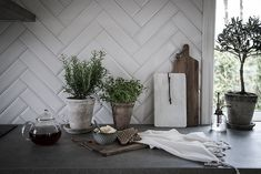 Dining Area, Kitchen Dining, Kitchen Decor, Dining Room, Marble Worktops, Kitchen Rules, Kitchen Pictures, Kitchenette, Stone Tiles