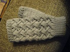 These mitts fit an average ladies' hand size. The size can be adjusted by playing around with the gauge. Cafe au Lait Mitts by Paula McKeever Fingerless Gloves Knitted, Crochet Gloves, Knitting Socks, Knitting Stitches, Knitting Patterns Free, Free Knitting, Knit Crochet, Free Pattern, Mittens