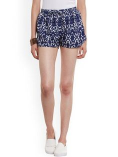 Blue and white printed mid-rise shorts, has an elasticated waistband with drawstring fastening. Trendy and comfy, these WISSTLER printed shorts will elevate your style. Team this pair with a classy top and ballerinas for a polished dinner outfit.
