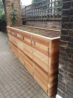 Bespoke Cedar Bin Store Bespoke Cedar Bin Store - Costura Tutorial and Ideas Garbage Can Storage, Storage Bins, Bin Storage Ideas Wheelie, Backyard Garden Design, Backyard Landscaping, Bin Store Garden, Bin Shed, Steel Sheds, Garden Storage Shed