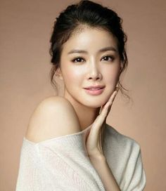Have a look at the pictures of top 20 pretty Asian women in the world. Most of them look so beautiful with their glossy hair and porcelain skin. 10 Most Beautiful Women, Beautiful Asian Girls, Beautiful Pictures, Most Beautiful Faces, Glossy Hair, Beauty Tips For Women, Pretty Asian, Korean Actresses, Korean Actors