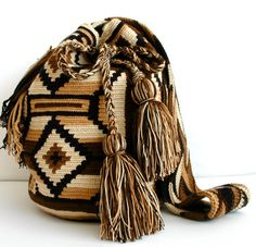 Crochet Purses, Crochet Bags, Barcelona, Tapestry Crochet, Moccasins, Knits, Bucket Bag, Purses And Bags, Macrame