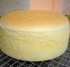 Vanilla Butter Sponge cake Vanilla Butter Ogura Cake by Jeannie Tay Just Desserts, Delicious Desserts, Dessert Recipes, Egg Desserts, Ogura Cake, Cupcake Cakes, Cupcakes, Poke Cakes, Layer Cakes