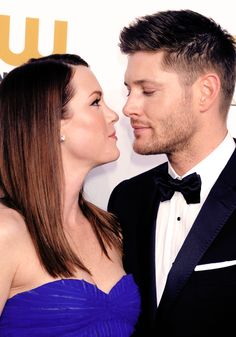 I haven't watched a lot of supernatural, but damn look at the way he is looking at her. Every girl needs that moment Jensen Ackles Family, Jared And Jensen, Dean Winchester, Danneel Harris, Daneel Ackles, Cw Series, The Way He Looks, Fandoms, Cinema