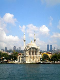 Istanbul | The Hungry Traveler Interview with Hannah Casey: An American Expat in Dubai | thehungrytravelerblog.com