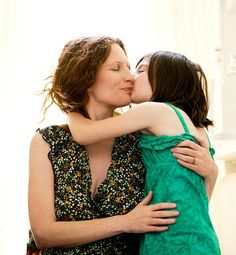 10 Love Lessons Moms Should Teach Daughters