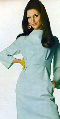 Benedetta Barzini in a slim dress of the palest blue-green with a little band of belt set high by Charles Cooper, bright yellow gloves by Hansen Complexion - Photo by Penn, Vogue US 1966 60s And 70s Fashion, Retro Fashion, Vintage Fashion, Blue Fashion, Mode Vintage, Vintage Vogue, Vintage Glamour, Vintage Style, 60s Style Clothing