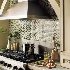 Looking for inspiration for your kitchen backsplash? View over 40 amazing backsplashes here! American Olean, Daltile and Florida Tile. Granite Kitchen, Glass Kitchen, Kitchen Countertops, Kitchen Decor, Kitchen Ideas, Kitchen Inspiration, Kitchen Designs, Diy Kitchen, Kitchen Island
