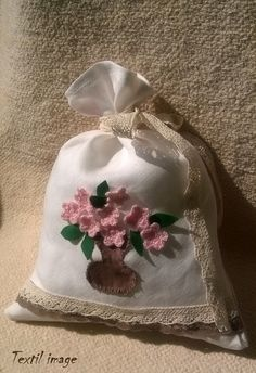 little linen bag *flowers in vase* handmade crochet
