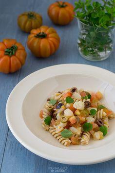 Pasta fredda con tartare di baccalà, pomodori e olive