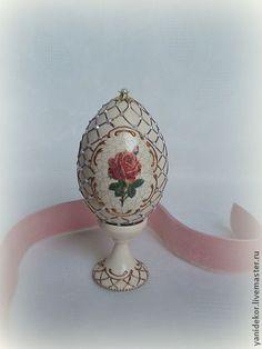 Подарки на Пасху ручной работы. Ярмарка Мастеров - ручная работа Яйцо пасхальное декупаж Три Розы. Handmade.: