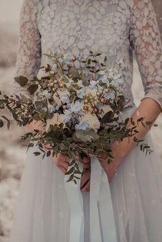 Zweiteiliges Hochzeitskleid in Blau (Foto: b. l. ichtet, Bloom