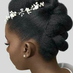 Read more about easy bridal hair - Modern Natural Hair Wedding, Natural Afro Hairstyles, Wedding Hairstyles For Long Hair, African Hairstyles, Black Brides Hairstyles, Bride Hairstyles, Medium Hair Styles, Short Hair Styles, Natural Hair Braids