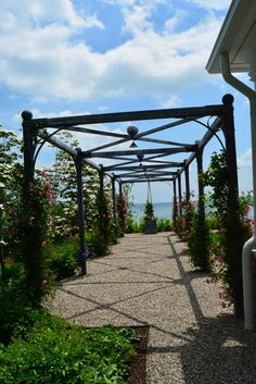 Just love this pergola with a view..so restrained.