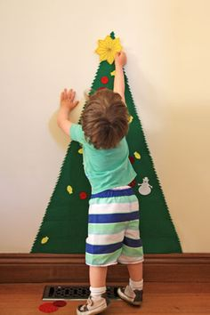 Play Felt Christmas Tree - No Sewing Needed! by www.thingsforboys.com