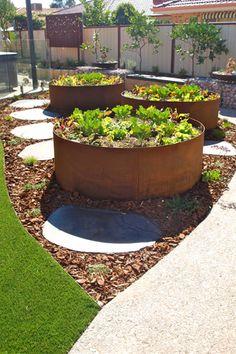 Raised Vegetable Garden Beds Can Be A Great Gardening Option Raised Planter, Raised Garden Beds, Raised Gardens, Fairy Gardens, Raised Beds, Pot Jardin, Low Maintenance Garden, Vegetable Garden Design, Veg Garden