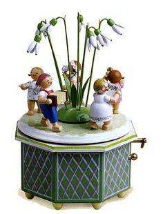 Wooden Figurines, Wooden Toys, Christmas Past, Christmas Cards, Antique Music Box, Wendt Kühn, German Folk, Flower Children, Music Boxes