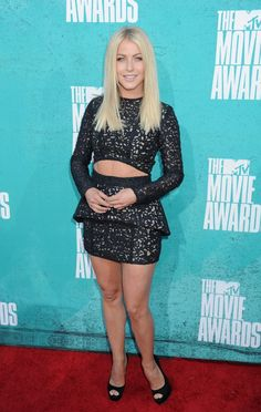JULIANNE HOUGH SHOWS HER TAUT TUMMY #YOLO OUTFIT MTV Movie Awards 2012