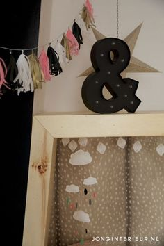 Ontworpen bed met hertjes behang  Interieurstylist Stephanie de Jong #Meisjeskamer #Girlsroom #pastel door JONGInterieur.nl #Lostandfoundonline.nl #oudroze #slinger #mobiel #wolkje #regendruppel #lichtbak #hertjes #behang #zwart #ster #bed #hout #kinderkamer