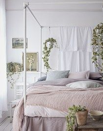 soft pink linens with crisp white linen four poster bedroom with vintage prints and ivy. Green Bedroom Decor, Lilac Bedroom, Summer Bedroom, Bedroom Inspo, Bedroom Inspiration, Bedroom Ideas, Rustic Country Bedrooms, Bedding And Curtain Sets, Comforter Sets
