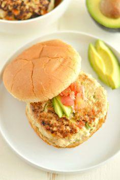 Chicken Guacamole Burgers stuffed with fresh guacamole make a  Mein Blog: Alles rund um Genuss & Geschmack  Kochen Backen Braten Vorspeisen Mains & Desserts!
