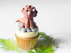 Get ready for your next fun themed party with our easy to follow tutorial for one super cute Triceratops dinosaur cake topper!