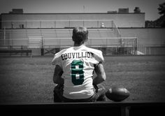 with soccer ball! Senior Portrait Ideas for Baseball and Football Players « Sports Roses. Your passion for sports…expressed. Football Senior Photos, Football Poses, Senior Pictures Boys, Football Pictures, Sports Pictures, Football Players, Soccer Poses, Senior Boy Photography, Sport Photography