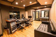 Lakehouse Recording Studio home decor room furniture shui home design interior design rooms studio design decorating Home Studio Musik, Music Studio Room, Sound Studio, Music Rooms, Audio Studio, Studio Room Design, Chinoiserie, Feng Shui, Home Music