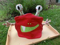 Grrrr .... hier kommt das schaurig schöne Teekannen-Monster von wish-crafting. Mehr gibt's hier zu sehen: http://wish-crafting.blogspot.de/2012/07/grrrrr-monstazzz.html
