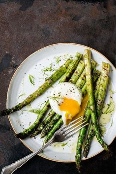 simple yet amazing #breakfast - Poached eggs on steamed asparagus