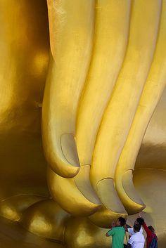 kkdas:  Ayuthaya_8805 by JCS75 on Flickr.  Buddha's Fingers