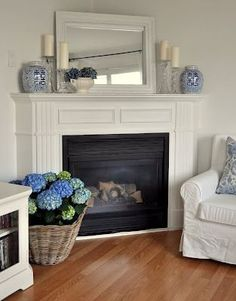 Living room layout with fireplace in corner fire places Ideas My Living Room, Home And Living, Living Room Furniture, Living Room Decor, Fireplace Furniture, Wicker Furniture, Diy Furniture, Mantle Mirror, Corner Mantle Decor