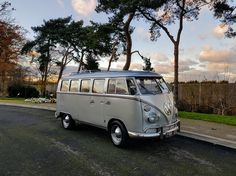 Alternative and very cool hearses ideal for traditional and life celebration funerals. Split screen VW hearse and Bay window hearses available nationwide. A trusted company within the funeral profession. Volkswagen, Vans Style, London, Bay Window, Park, Camper Van, Buses, Funeral, Classic