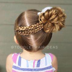 A diagonal part line, 4 mini braids, and a high side messy bun! Girls Hairdos, Cute Little Girl Hairstyles, Baby Girl Hairstyles, Girls Braids, Bun Hairstyles, Trendy Hairstyles, Teenage Hairstyles, Toddler Hair Dos, Easy Toddler Hairstyles