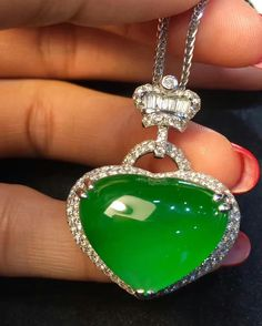 Fine Imperial jadeite and diamond necklace