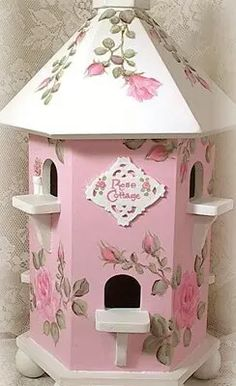 Shabby and sweet Rose Cottage House Rose Cottage, Shabby Cottage, Shabby Chic Homes, White Cottage, Cottage House, Cottage Chic, Decoupage, Motifs Roses, Bird Houses Painted