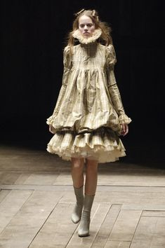 Alexander McQueen at Paris Fashion Week Fall 2006 - StyleBistro