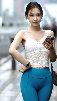 Cute Girl Dresses, Cute Girl Outfits, Sporty Outfits, Motorbike Girl, Vietnam Girl, Beautiful Asian Women, Sexy Asian Girls, Asian Woman, Fitness Fashion