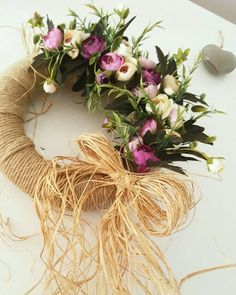 This Pin was discovered by mrw Diy Wreath, Grapevine Wreath, Handmade Crafts, Diy And Crafts, Christmas Wreaths, Christmas Crafts, Magnolia Wreath, Wreaths For Front Door, Floral Wreath