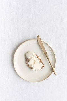 Food Styling & Fotografie von Marieke Wereldius - Lets dine - Brot Minimal Photography, Food Photography Styling, Fashion Photography, Food Styling, Netherlands Food, White Food, Food Design, Food Inspiration, Colour Inspiration