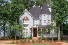 """Victorian - I know they can sometimes look like """"haunted houses"""" but I love this style!"""