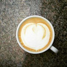 Ohne diesem Cappuccino schaff ich den Nachmittag nicht! Wann ist endlich Wochenende? #ohnekaffeegehichtot  #kaffee #cappuccino #nachmittag #freitag