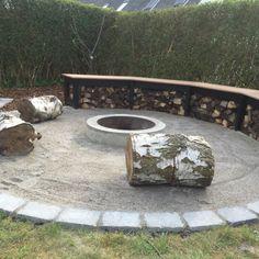 Guide: Lav en Bålplads i haven Hygge, Diy Outdoor Fireplace, Outdoor Living, Outdoor Decor, Back Gardens, Outdoor Areas, Garden Design, Planters, Home And Garden