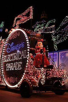 Check it out : the magic kingdom main street electrical parade. Old Disney, Vintage Disney, Disney Love, Disneyland Hotel California, Disneyland Trip, Disney World Magic Kingdom, Disney Magic, Disney Electrical Parade, Pixar