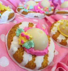 "Keebler E.L. Fudge Striped Lemon Cream Pie Cookies are turned into beautiful Easter Bonnet Treats! This is such a fun ""food craft"" to do with your daughters or friends. I think they wou…"