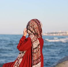 Image in Hijab 🧕 collection by on We Heart It Muslim Women Fashion, Islamic Fashion, Hijabi Girl, Girl Hijab, Girly Dp, Hijab Collection, Hijab Dpz, Islam Women, Modele Hijab