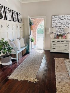 Farmhouse Style Decorating, Decorating Your Home, Farmhouse Decor, Farmhouse Living Room Furniture, Farmhouse Renovation, Cottage Style Decor, Farmhouse Ideas, Rustic Furniture, Decorating Tips