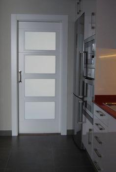Resultat d'imatges de puertas de interior lacadas en blanco con cristales al ácido