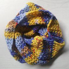 Opalのかぎ針編みスヌードをやっと完成させました!2重巻きで、首元にちょこんと収まるコンパクトサイズ。せっかくなので、編み方もまとめてみました(^o^) Chrochet, Knit Crochet, Snood Pattern, Cowl, Knitted Hats, Diy And Crafts, Beanie, Knitting, Handmade